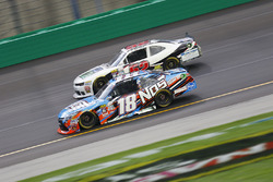 Kyle Busch, Joe Gibbs Racing Toyota, Joey Gase, Chevrolet