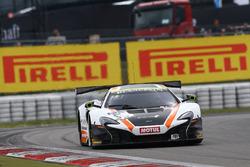 #59 Garage 59 McLaren 650S GT3: Martin Plowman, Côme Ledogar