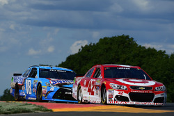 Kyle Larson, Chip Ganassi Racing Chevrolet, Kyle Busch, Joe Gibbs Racing Toyota