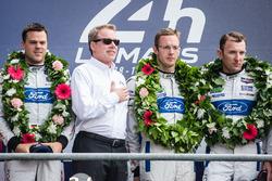 Подіум LMGT Pro: переможці - #68 Ford Chip Ganassi Racing Ford GT: Джоі Хенд, Дірк, Мюллер, Себастья