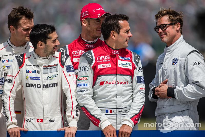 Foto oficial de Acción de FIA para la seguridad vial:: actor Brad Pitt con #7 Audi Sport Team Joest