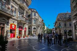 Baku, atmosphere