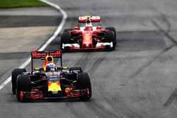Daniel Ricciardo, Red Bull Racing RB12 lidera a Kimi Raikkonen, Ferrari SF16-H