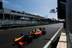 Race winner Antonio Giovinazzi, PREMA Racing takes the chequered flag