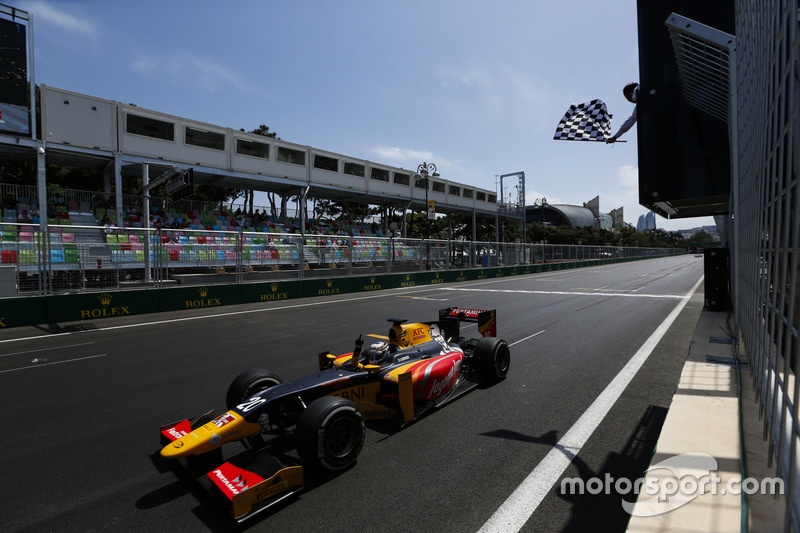 Race winner Antonio Giovinazzi, PREMA Racing takes the chequered flag