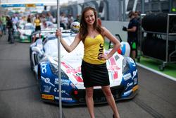 Gridgirl von #77 Callaway Competition, Corvette C7 GT3: Jules Gounon, Daniel Keilwitz