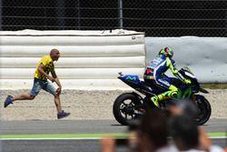 Un fan de Valentino Rossi, Yamaha Factory Racing, en piste