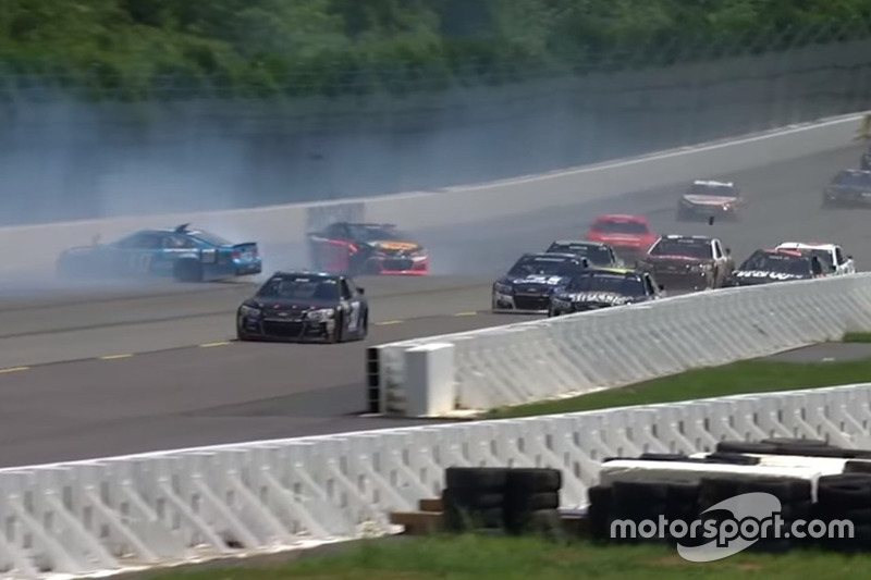 Crash: Danica Patrick und Tony Stewart (Screenshot)
