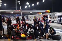 Daniel Ricciardo, Red Bull Racing RB12 dans les stands