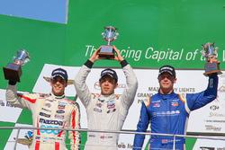 Podium: Sieger Ed Jones, Carlin, 2. Santiago Urrutia, Schmidt Peterson Motorsports, 3. Dean Stoneman