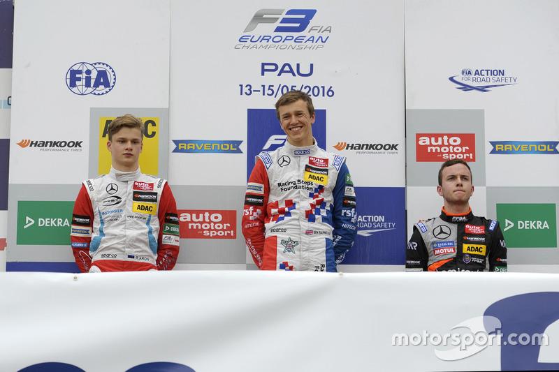 Podium des rookies : Ben Barnicoat, Ralf Aron et Anthoine Hubert