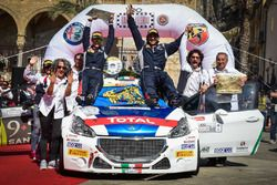 Paolo Andreucci e Anna Andreussi, Peugeot 208 T16, Peugeot Sport Italia, festaggiano la vittoria