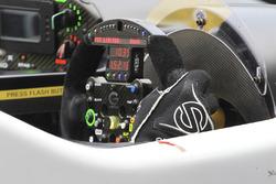 #42 Strakka Racing Gibson 015S - Nissan: Nick Leventis, Jonny Kane, Lewis Williamson, steering wheel