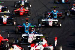 Ralph Boschung, Koiranen GP y Arjun Maini, Jenzer Motorsport and Matevos Isaakyan, Koiranen GP