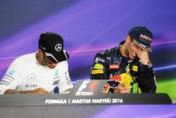Lewis Hamilton, Mercedes AMG F1 et Daniel Ricciardo, Red Bull Racing lors de la conférence de presse de la FIA