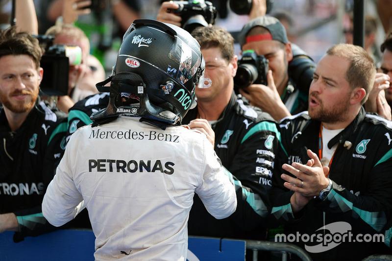 Nico Rosberg, Mercedes AMG F1 celebra su segundo puesto con el equipo de parc ferme