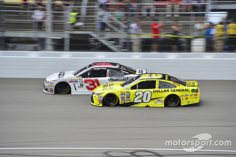 Matt Kenseth, Joe Gibbs Racing Toyota, Ryan Newman, Richard Childress Racing Chevrolet
