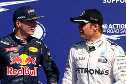 Max Verstappen, Red Bull Racing con Nico Rosberg, Mercedes AMG F1