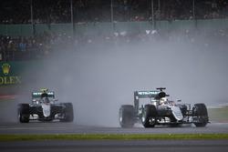 Lewis Hamilton, Mercedes AMG F1 W07 Hybrid devant Nico Rosberg, Mercedes AMG F1 W07 Hybri