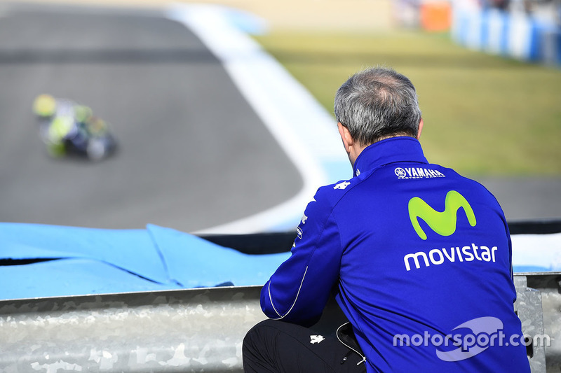 Luca Cadalora observa a Valentino Rossi, Yamaha Factory Racing