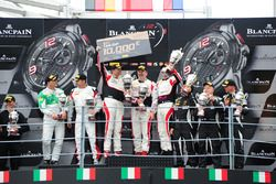 Podium AM-Class: Ganador #87 AKKA ASP, Mercedes-AMG GT3: Jean-Luc Beaubelique, Maurice Ricci, Gilles