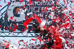 Carl Edwards, Joe Gibbs Racing Toyota ganador de la carrera