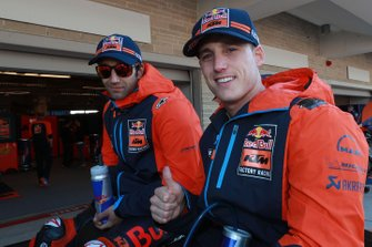 Гонщики Red Bull KTM Factory Racing Жоан Зарко и Пол Эспаргаро