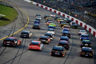 Pace-Laps in Richmond in Four-Wide-Formation