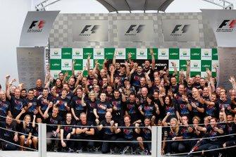 Sebastien Vettel, Red Bull Racing celebrates with his team