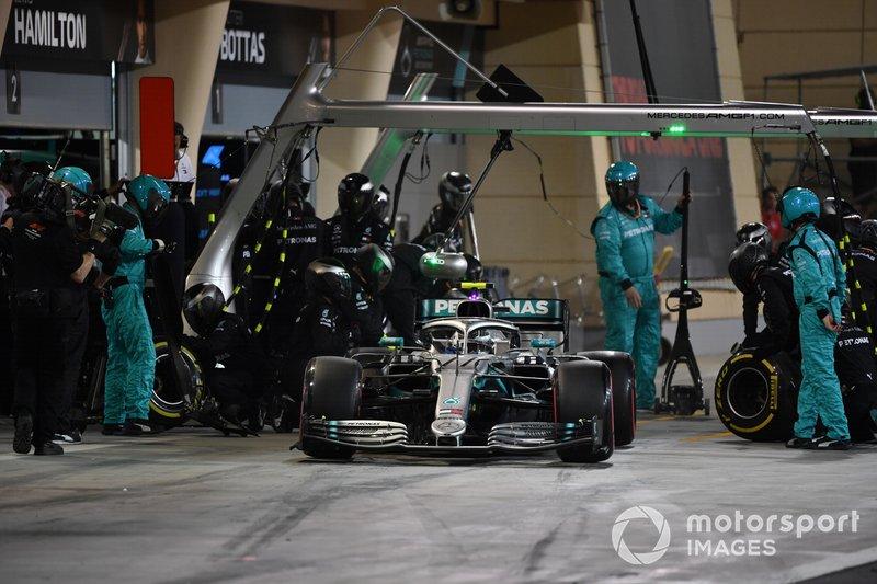 Valtteri Bottas, Mercedes AMG W10, sale de pits