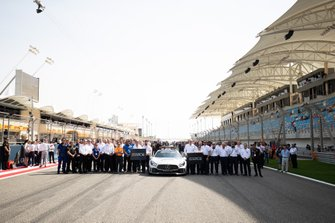 Formula 2 pays tribute to Charlie Whiting