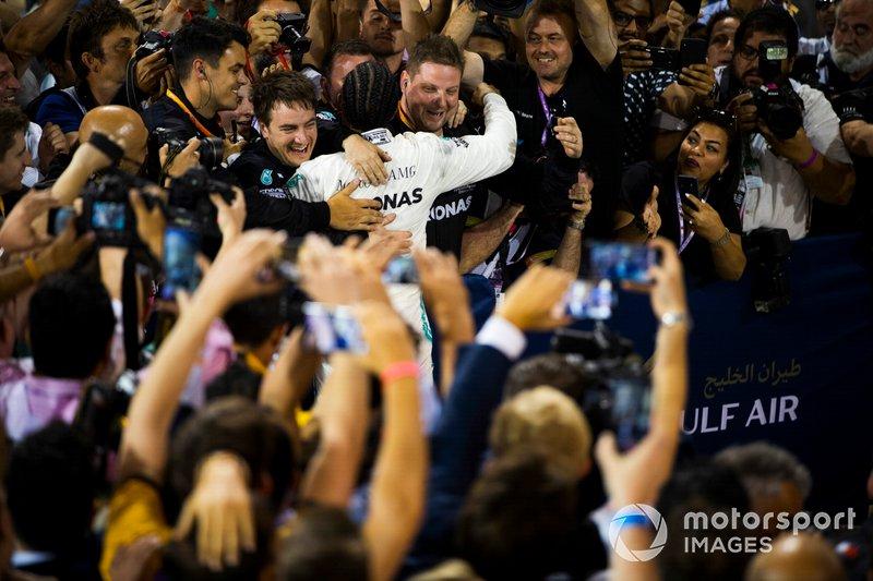 Lewis Hamilton, Mercedes AMG F1, ganador celebra
