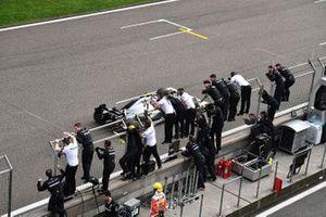 Valtteri Bottas, Mercedes AMG W10, coupe la ligne en deuxième position