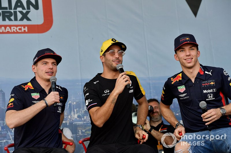 Max Verstappen, Red Bull Racing, Daniel Ricciardo, Renault, e Pierre Gasly, Red Bull Racing, sul palco