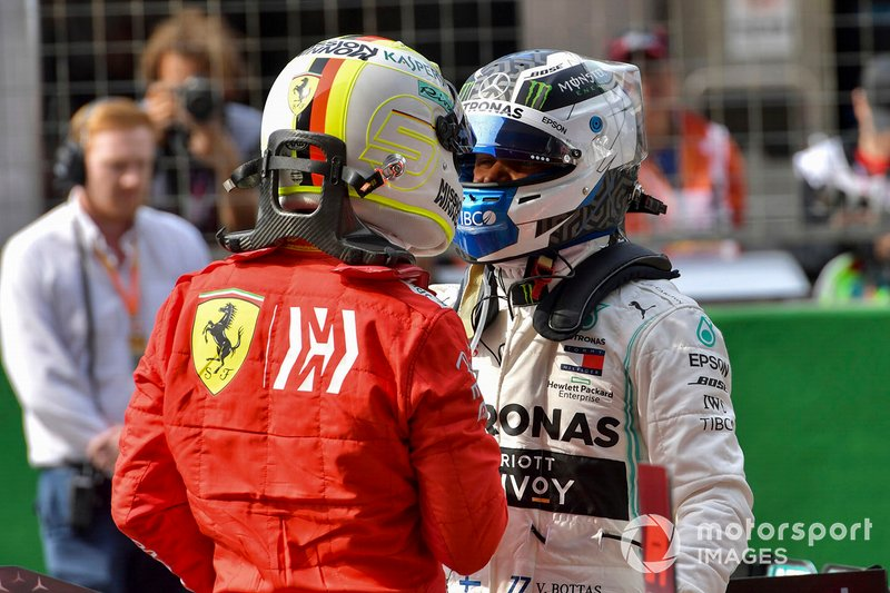 Sebastian Vettel, Ferrari, fa i complimenti al poleman Valtteri Bottas, Mercedes AMG F1