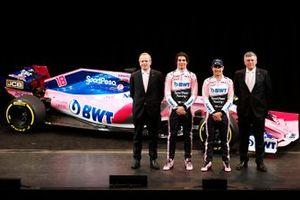 Технический директор Racing Point F1 Team Эндрю Грин, гонщики Лэнс Стролл и Серхио Перес, руководитель команды Отмар Сафнауэр, автомобиль RP19