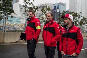 Daniel Abt, Audi Sport ABT Schaeffler walks the track with his team