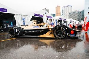 Andre Lotterer, DS TECHEETAH, DS E-Tense FE19 exits the pit lane