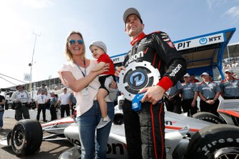 Le poleman Will Power, Team Penske Chevrolet avec sa femme