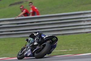 Maverick Vinales, Yamaha Factory Racing, beobachtet von Danilo Petrucci, Ducati Team