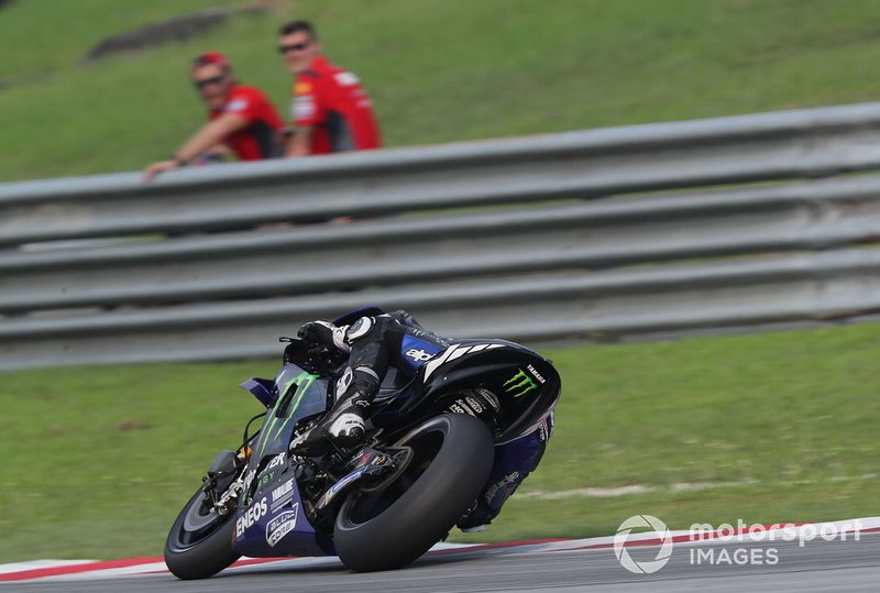 Danilo Petrucci, Ducati Team watches Maverick Vinales, Yamaha Factory Racing