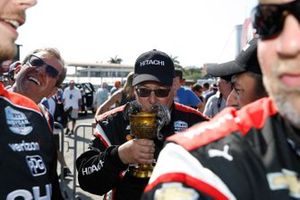 Josef Newgarden, Team Penske Chevrolet, crew, Chalice of Excellence