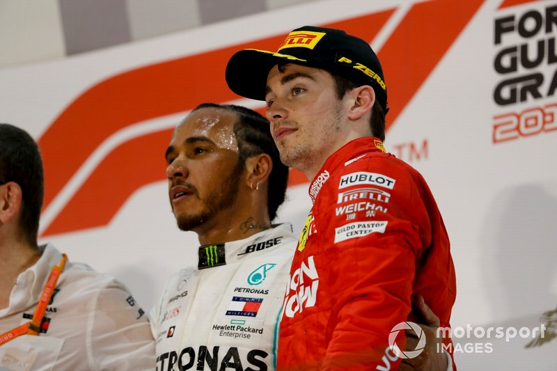 Lewis Hamilton, Mercedes AMG F1, 1° classificato, e Charles Leclerc, Ferrari, 3° classificato, sul podio