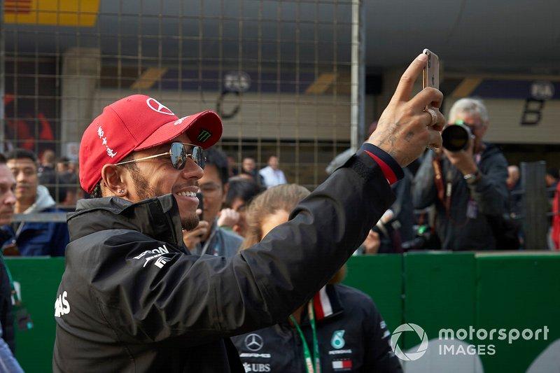 Lewis Hamilton, Mercedes AMG F1, takes a selfie