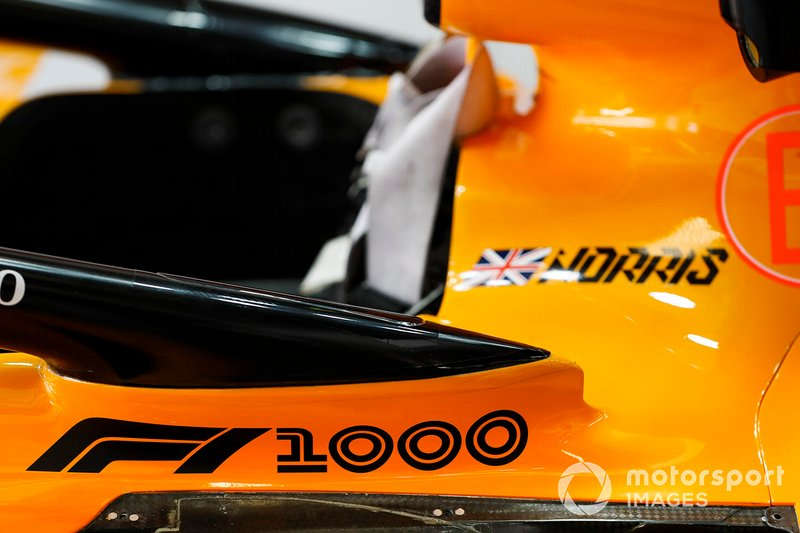 Marca de las 1000 carreras en el auto de Lando Norris, McLaren MCL34