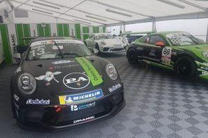 Le Porsche nel garage Dinamic Motorsport