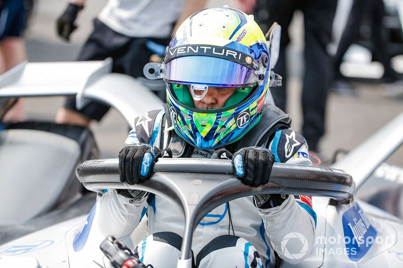 Felipe Massa esce dalla sua Venturi Formula E Venturi VFE05