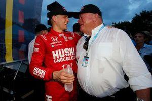 Marcus Ericsson, Chip Ganassi Racing Honda celebrating his victory with team boss Chip Ganassi