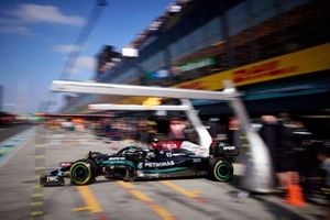 Valtteri Bottas, Mercedes W12, lascia il garage