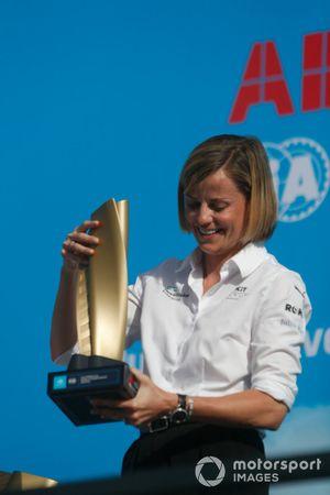 Susie Wolff, Teambaas Venturi Racing, op het kampioenschapspodium